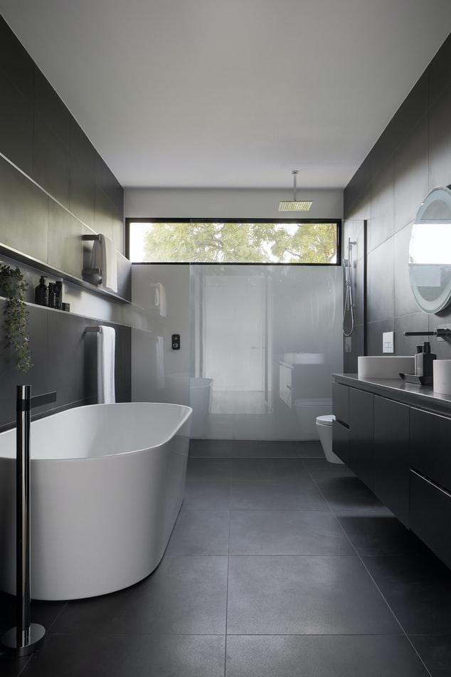 Vasca o doccia? Ecco i principali vantaggi e svantaggi